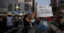 """""""Los pobres, la clase media, estamos conmocionados por la realidad de este Gobierno"""", afirmó una de las participantes del cacerolazo."""