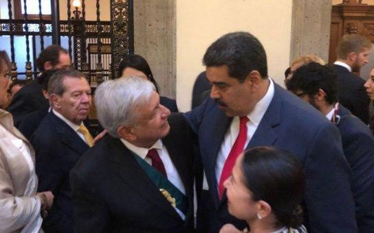 """Durante su último encuentro, López Obrador le agradeció al mandatario venezolano por asistir a su juramentación como presidente de México. """"Cuente con Venezuela para lo que sea"""", le respondió Nicolás Maduro."""