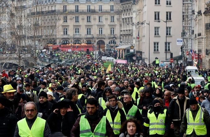French Yellow Vests to Macron: 'It's a Revolution'