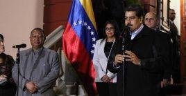 El mandatario venezolano (d) agradeció la visita del secretario general, quien estará presente en la toma de posesión que ocurrirá este jueves.