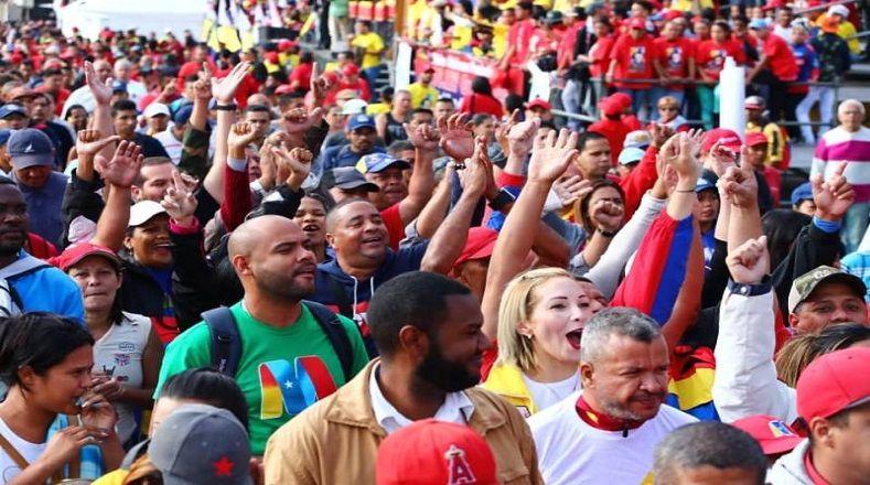 Los venezolanos que apoyan la Revolución Bolivariana celebran la juramentación del mandatario para el periodo 2019-2025.