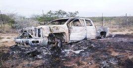 Las autoridades indicaron que los cadáveres fueron hallados dentro de las camionetas calcinadas.