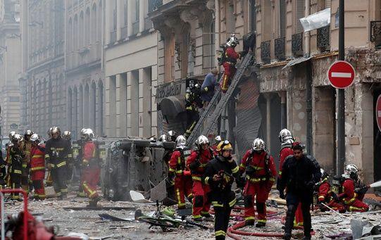 Los bomberos ya se encuentran desplegados en el lugar de los hechos, mientras la Policía a los ciudadanos que eviten la zona.