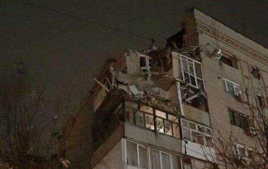 Un niño vivo de dos años y seis personas más, entre ellas su madre, fueron rescatados de los escombros, aunque se teme por la vida de otras seis personas.