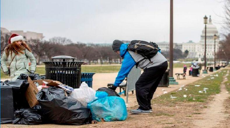 Los servicios públicos del país, como la recolección de basura, están paralizados. El cierre parcial de Gobierno prohíbe que las agencias federales sigan funcionando en ausencia de una aprobación presupuestaria por parte del Congreso, para evitar gastos en exceso de los fondos asignados.