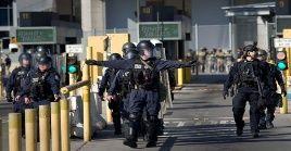 Efectivos estadounidenses refuerzan la vigilancia en los pasos fronterizos con México.