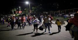 Cientos de hondureños parten hacia la frontera sur de EE.UU.