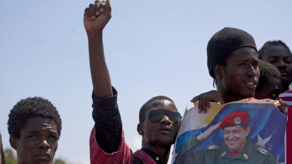 """Movimientos sociales e intelectuales del país catalogaron el voto haitiano contra Venezuela en la OEA como un acto innoble e incomprensible, que los ha """"cubierto de vergüenza y ridículo""""."""