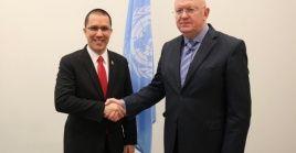 Anterior a este encuentro, Arreaza (i) sostuvo un encuentro con el Secretario General de las Naciones Unidas, Antonio Guterres, durante el que denunció el Golpe de Estado en marcha que mantiene EE.UU. contra Venezuela.