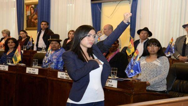 """""""Adriana Salvatierra es la presidenta del Senado más joven de la historia de Bolivia. Estamos orgullosos de la nueva autoridad"""", expresó EvoMorales."""