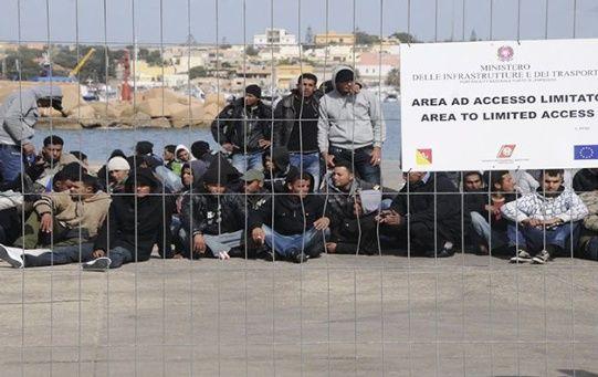 La marina italiana informó que los rescatados fueron trasladados al campo de refugiados en la isla de Lampedusa.