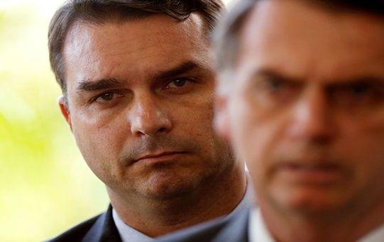 El hijo de Bolsonaro es investigado por al menos 48 depósitos en 2017.