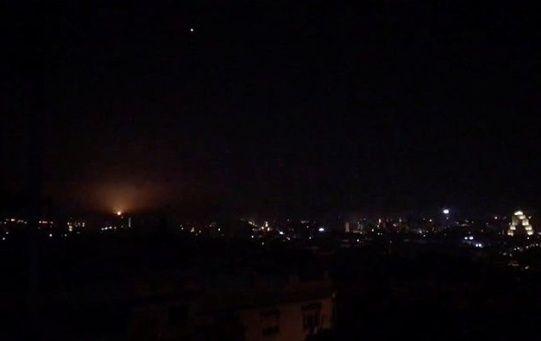 Damasco informó que las defensas antiaéreas sirias repelieron más de 30 misiles israelíes.
