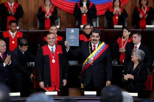 El presidente venezolano fue juramentado ante el TSJ debido a que la AN ha estado en desacato.