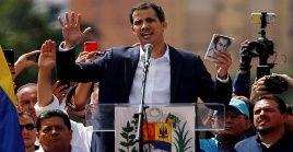 Pese a haber usurpado de manera ilegal las competencias constitucionales del poder Ejecutivo, Juan Guaidó fue presentado ante el mundo como el nuevo presidente encargado.