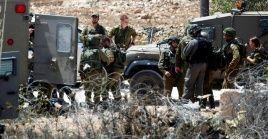 El alcalde del pueblo declaró que un grupo de colonos irrumpió a la aldea, disparando contra sus residentes y generando enfrentamientos, lo que provocó la entrada del Ejército israelí.