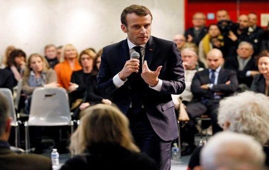 """Al menos el 85 por ciento de los entrevistados exigen al mandatario cambiar """"su actitud ante las preocupaciones de los franceses""""."""