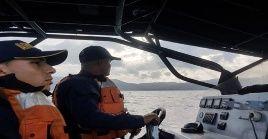 Efectivos de la Armada Colombiano mantienen las labores de búsqueda y rescate en la zona del naufragio.