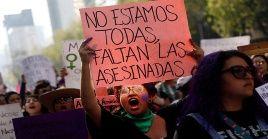 Las manifestantes instaron al presidente mexicano a tomar medidas para proteger la vida de las mujeres.