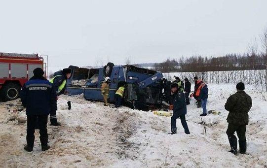 En el vehículo se encontraban 48 personas, entre ellas 33 menores.