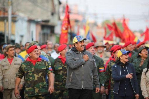 El presidente Maduro recordó el legado del 4 de febrero de Hugo Chávez marchando con Diosdado Cabello y Cilia Flores junto a cientos de hombres y mujeres en unión cívico-militar.