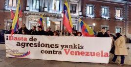 Manifestantes en Madrid protestaron contra el apoyo del gobierno español al golpe de Estado que intenta dar EE.UU. contra Venezuela.