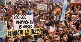 Argentinos han denunciado la ola de despidos en la administración pública por parte de Mauricio Macri.