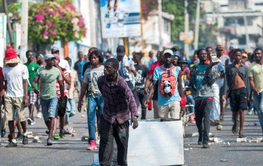 El fallecido se registró en el centro dePuerto Príncipe, donde se reunieron cientos de manifestantes para protestar en contra del mandatario.