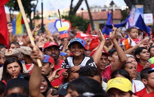 Los venezolanos han expresado su apoyo al presidente Nicolás Maduro ante los planes injerencistas de EE.UU.