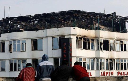 Las autoridades indicaron que rescataron a 35 personas del incendio.