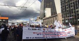 Sectores de la población ecuatoriana también iniciaron un paro nacional contra las políticas gubernamentales en el ámbito público.