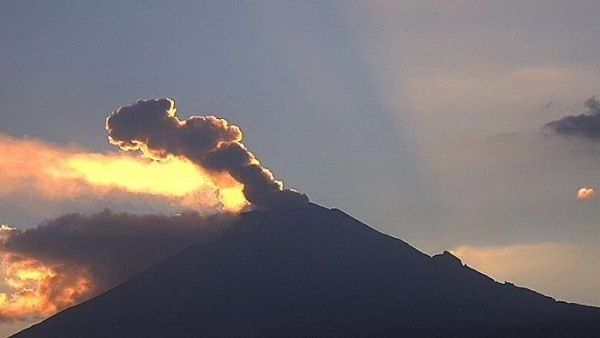 Las autoridades mexicanas se encuentran alertas ante cualquier modificación de la actividad volcánica del Popocatépetl.