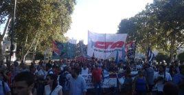 Hombres, mujeres, jóvenes y adultos mayores se concentraron con banderas y pancartas que reiteraban el apoyo absoluto a la Revolución Bolivariana.