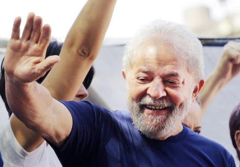 Diversos activistas como Adolfo Pérez Esquivel propusieron al político brasileño al galardón en una carta enviada al comité del Nobel.