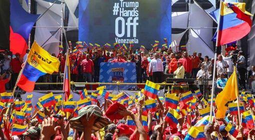 Marchan en Venezuela por la paz y en apoyo al presidente Maduro