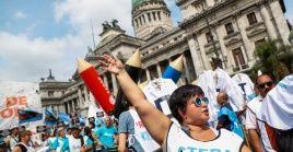 Docentes argentinos realizarán un paro de 72 horas a partir del 6 de marzo en reclamo de un aumento salarial