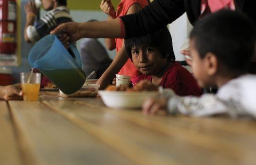 Los sectores más vulnerables se organizan en comedores sociales. Esta inseguridad alimentaria severa supera a la registrada en 2010.