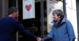 La primera ministra de Reino Unido, Theresa May, anunció este lunes un fondo de dos mil 120 millones de dólares para el desarrollo social de las comunidades más desfavorecidas del país.
