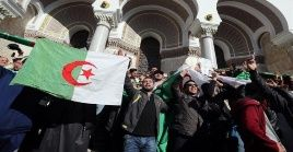 Bouteflika anunció recientemente su intención de postularse en los comicios presidenciales, sin embargo, no hay pronunciamientos oficiales al respecto.