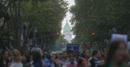 Las mujeres en Argentina exigen mayor igualdad de género y justicia ante los feminicidios.