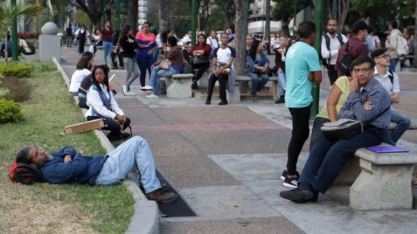 La población venezolana, de manera cívica y en calma, se mantuvo mayoritariamente en casa o se dirigió a plazas y parques cercanos a sus hogares.