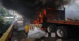 Los camiones fueron quemados el 23E en la frontera del lado de Colombia.