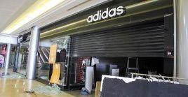 Los locales más afectados del Centro Comercial Sambil, principal foco de vandalismo, fueron zapaterías, locales de electrodomésticos y joyerías.