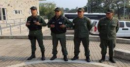 """""""Estamos a la deriva, no tenemos el apoyo de nadie. Queremos que se apersone Juan Guaidó a darnos la cara"""", expresó uno de los exmilitares."""