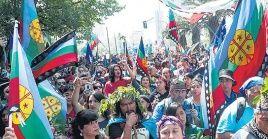 Marchan Mapuches en Chile pese a prohibición gubernamental
