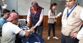 El expresidente Rafael Correa denunció que luego del apagón eléctrico hubo irregularidades en el conteo de los votos.