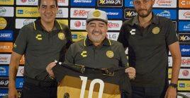 Maradona dedicó el triunfo de su equipo de futbol al presidente venezolano Nicolás Maduro.