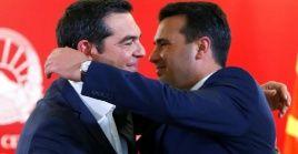 """Alexis Tsipras fue recibido por homólogo normacedonio Zoran Zaev quien lo llamó """"colega"""" y """"amigo"""""""