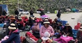 Los comuneros demandan a la empresa una compensación por el paso de camiones con mineral, que afectan el ambiente y exigen al Gobierno que preside Vizcarra que pague por las tierras ocupadas por el sendero.