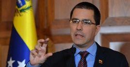 """""""Elevaremos a las instancias políticas y judiciales internacionales correspondientes esta grave denuncia de los periodistas estadounidenses de The Grayzone"""" reveló el canciller venezolano."""